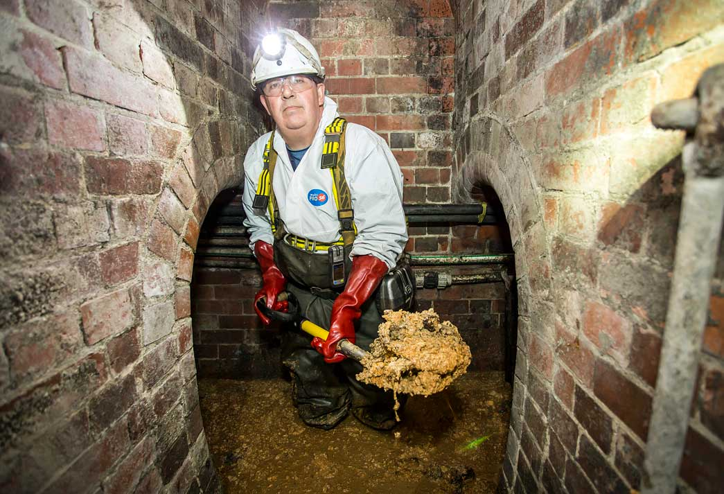 Vince Minney in the sewers presents the Chinatown fatberg.