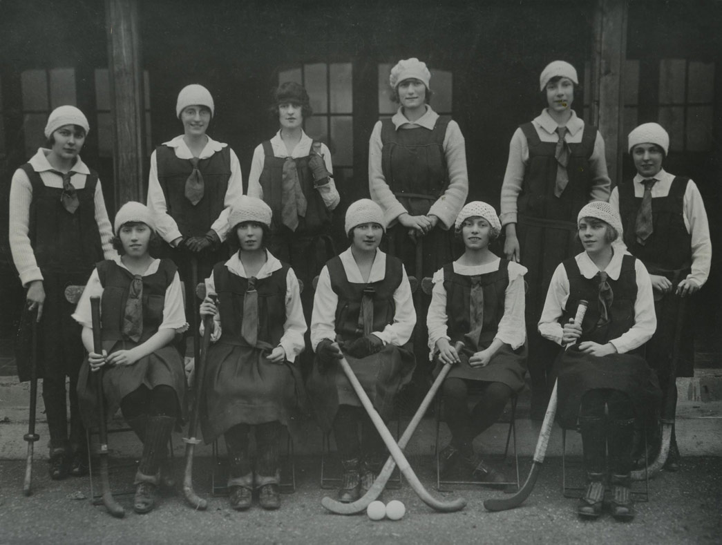 Hockey team made up of Sainsbury's workers. Copyright Sainsbury Archive/Museum of London.
