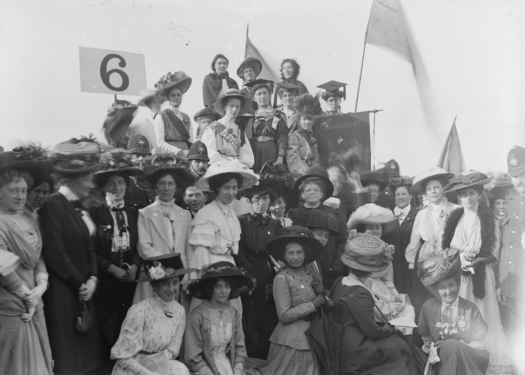 Suffragettes in Hyde Park on Women's Sunday, 21 June 1908 Broom's ability to seize everyone's attention in the crowd at platform 6 secured a photograph that successfully captured the eagerness of those attending the rally. The woman wearing the mortarboard is Irish Suffragette Hanna Sheehy-Skeffington. The officer€™ beside her is wearing a €˜Banner Captain's€™ sash, reflecting the level of organisation that was key to the success of the event that involved 700 banners.