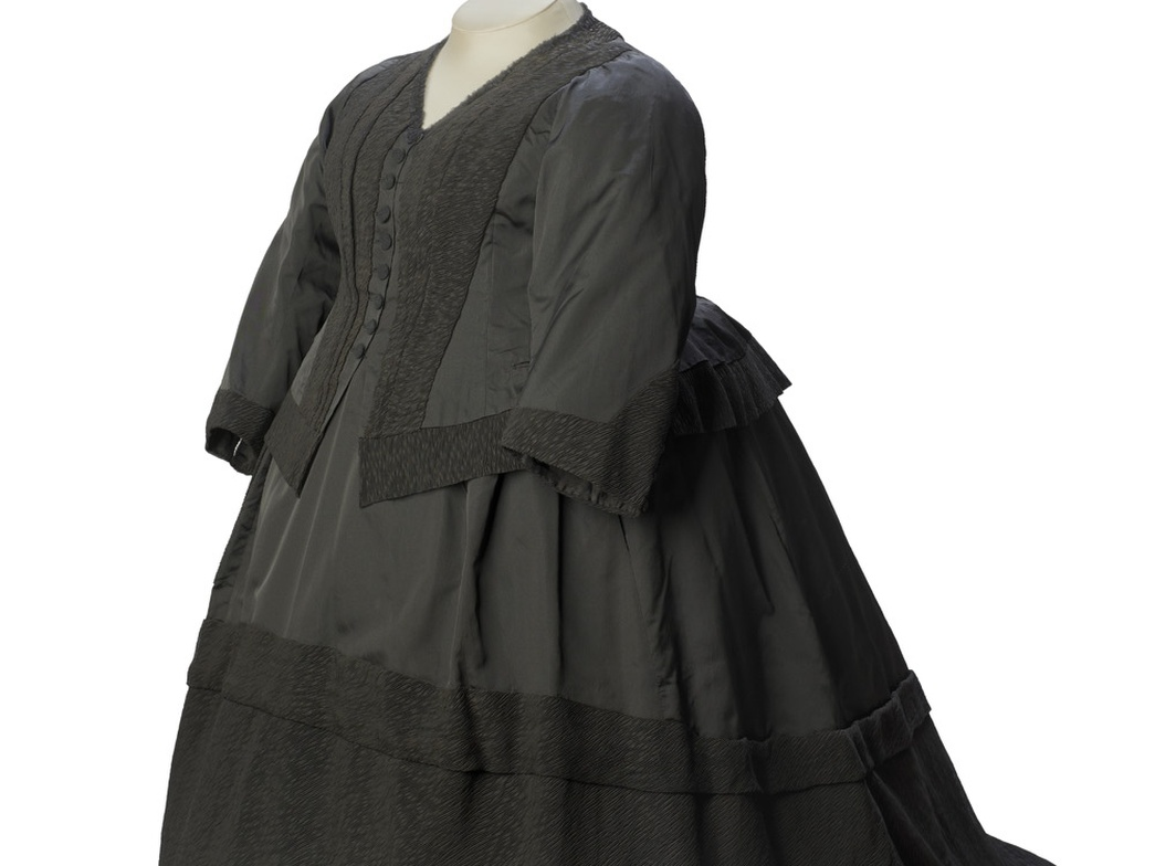 Queen Vic dress resized Cropped.jpg