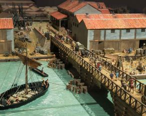 This model shows how the Romans built the first bridge across the River Thames, where London Bridge now stands.